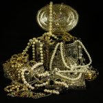 WHAT JEWELLERY SHOULD AN INDIAN BRIDE WEAR?